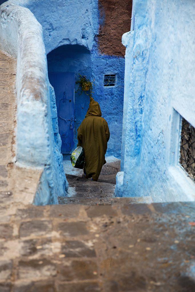 Szewszawan,Maroko,medyna,człowiek,schody,niebieski