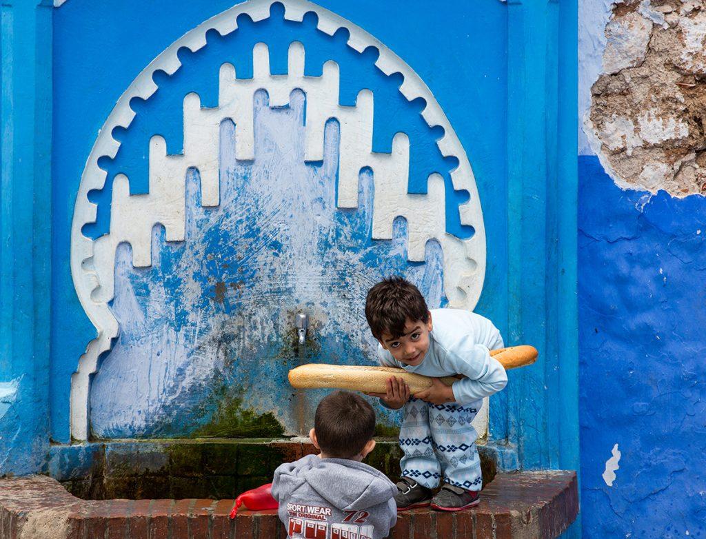 Szewszawan,Maroko,fontanna,dzieci