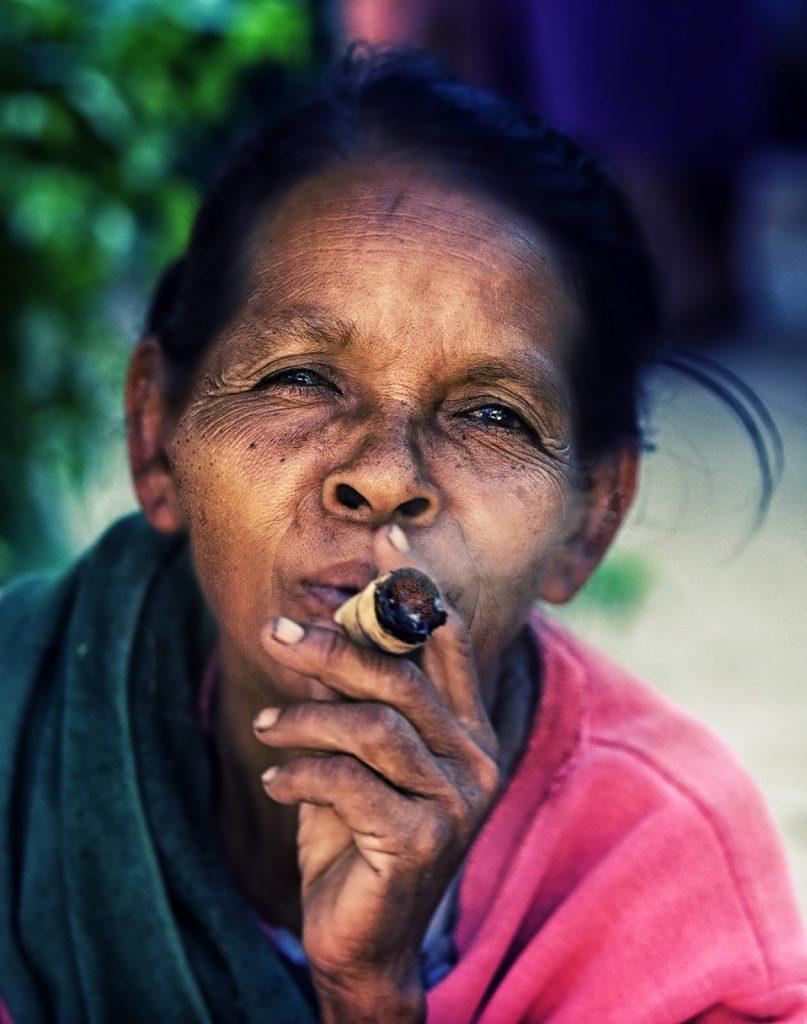 kobieta,cygaro,bagan,birma