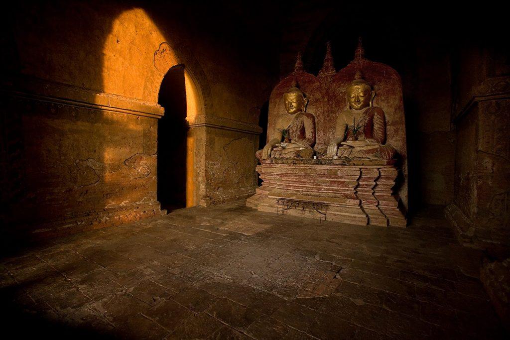 we wnętrzu,pagoda,rzeźba,birma,bagan