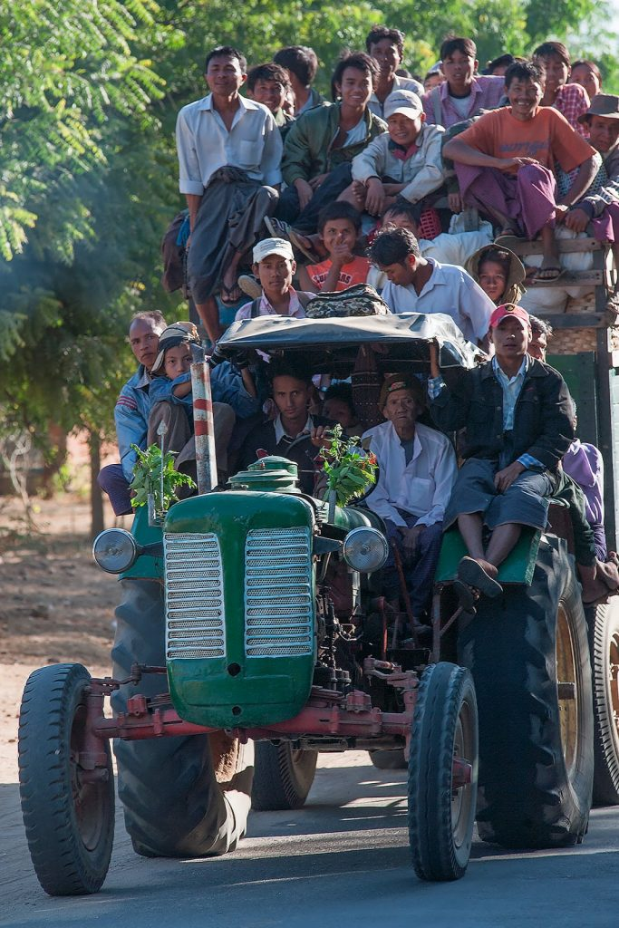 traktor,ludzie,bagan,birma