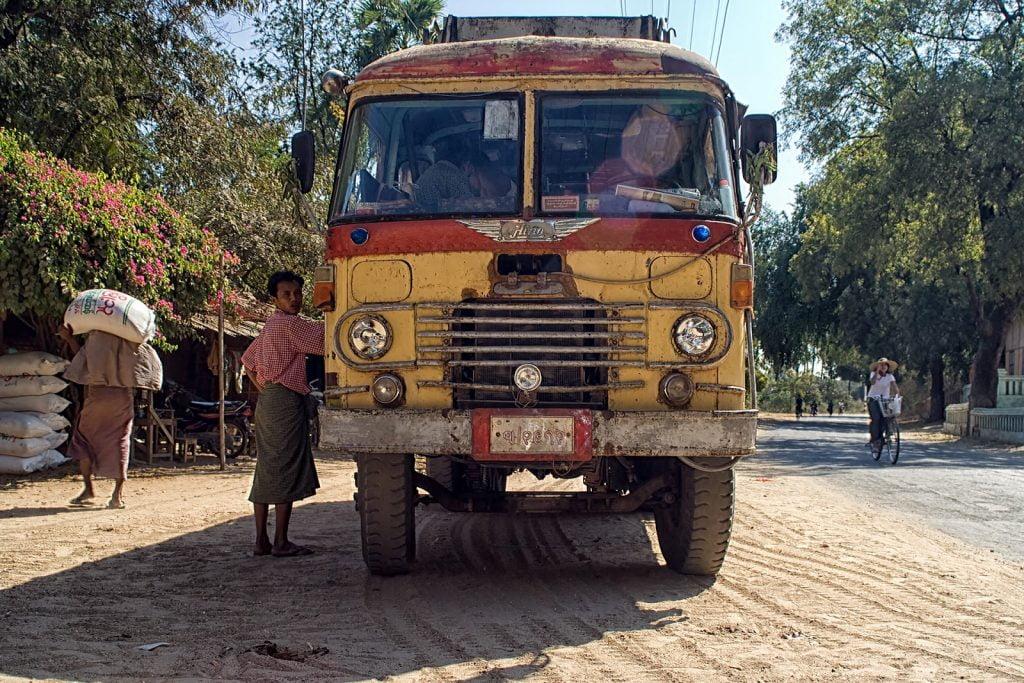 birma,bagan,autobus,ludzie
