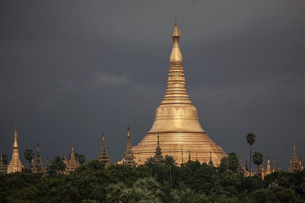 Shwedogon ,pagoda,wejście od strony zachodniej,Birma,Myanmar