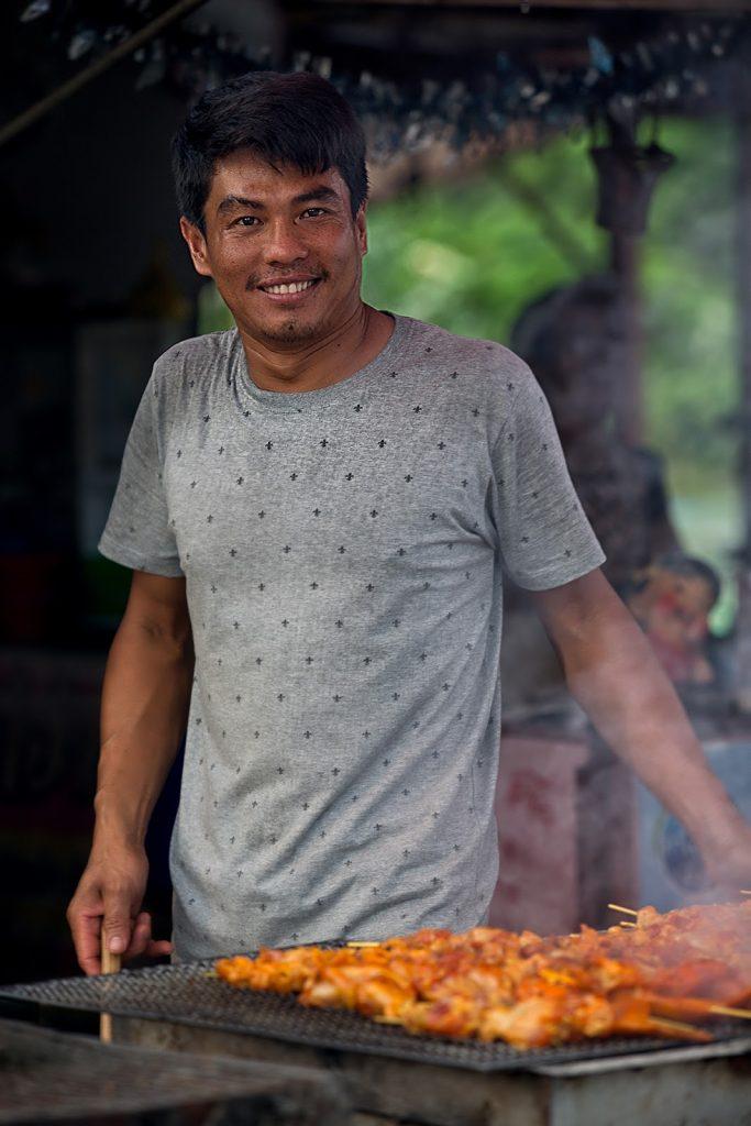 męzczyzna,grill,wioska,Tajlandia