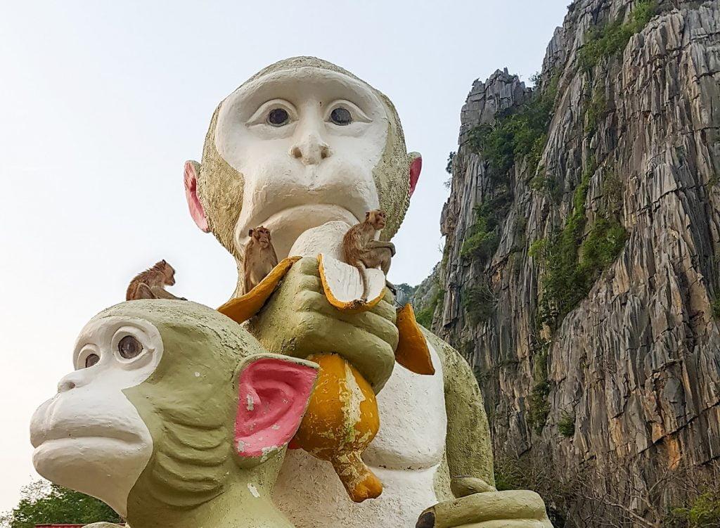 statua małpy,tajlandia,makaki